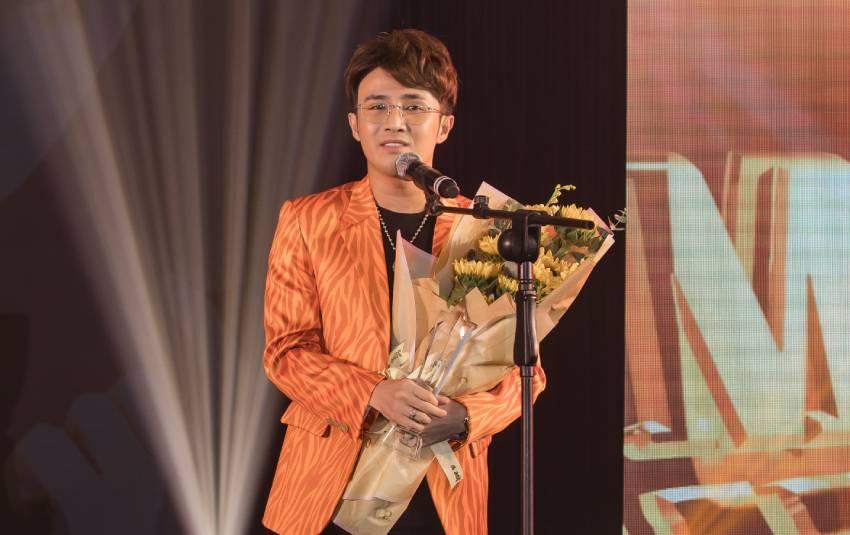 Huỳnh Lập xúc động khi được vinh danh tại Men&Life Awards 2019 với danh hiệu Comedian of the Year