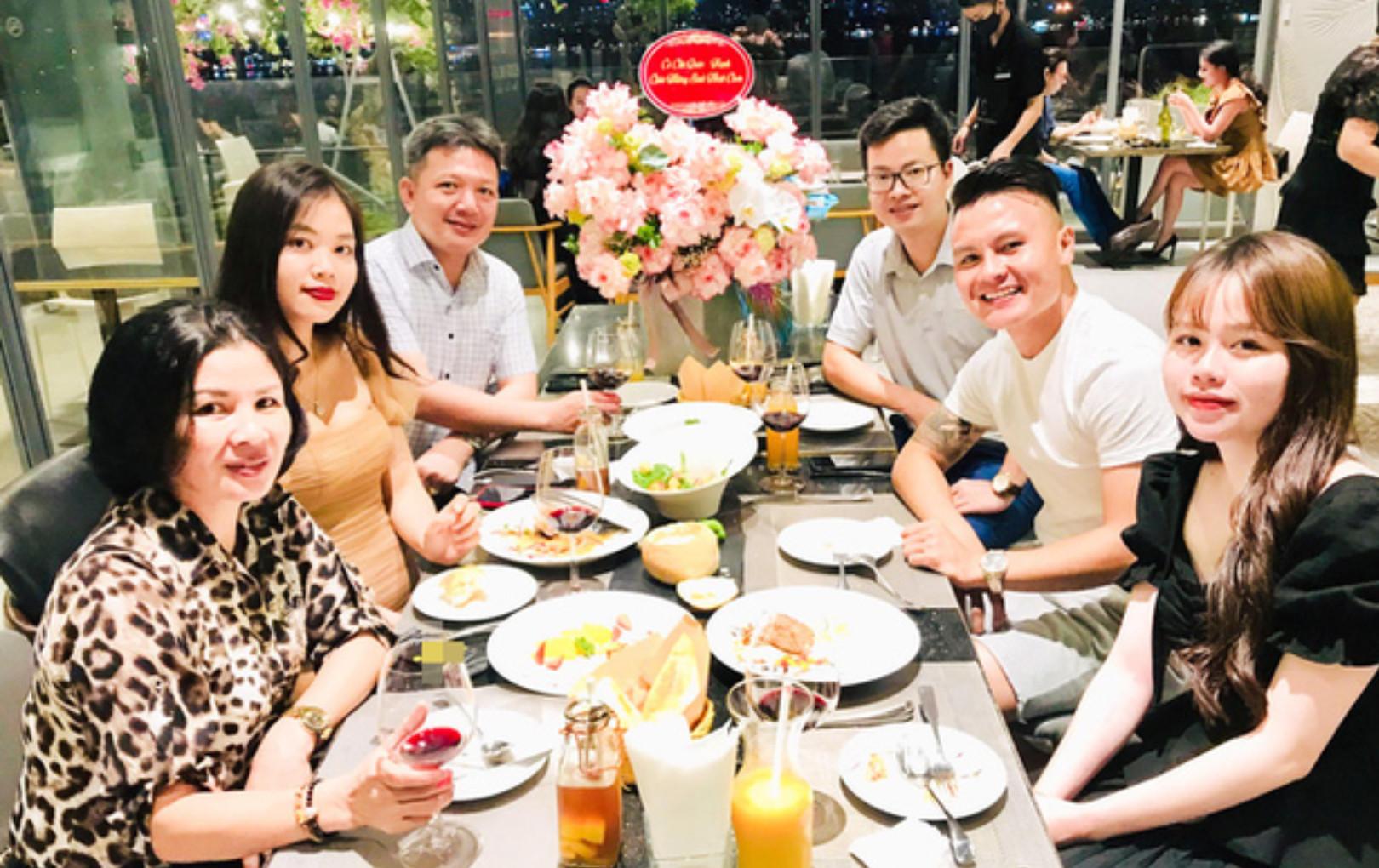 Đích thân bố mẹ Quang Hải tổ chức sinh nhật lần nữa cho Huỳnh Anh khiến ai cũng ghen tị