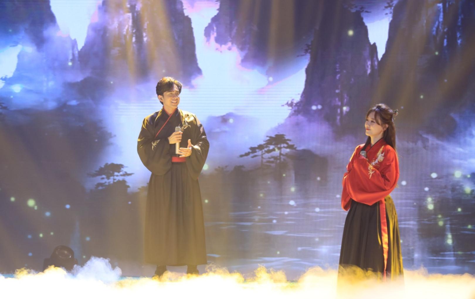 'Bài hát đầu tiên': Hari Won công khai hâm mộ, khen Đan Trường trai đẹp trên sóng truyền hình