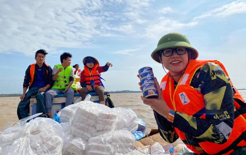 """Trang Trần quyết tìm ra kẻ ăn chặn 2 tấn hàng cứu trợ miền Trung, không quên cảnh cáo: """"5 năm là ít"""""""