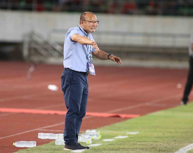 AFF Cup 2018: Bên cạnh bàn thắng tuyệt đẹp của Quang Hải, phản ứng này của HLV Park Hang Seo cũng gây chú ý không kém
