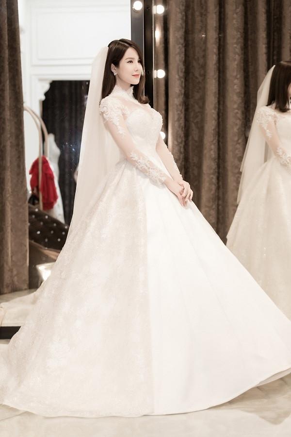 Điểm lại những bộ váy cưới đắt đỏ nhất của Vbiz trong năm 2018