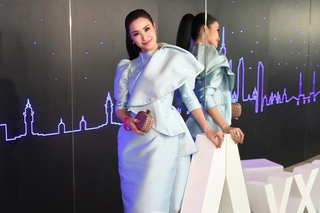 Đông Nhi - Ông Cao Thắng cùng nhau chạy show trước sinh nhật