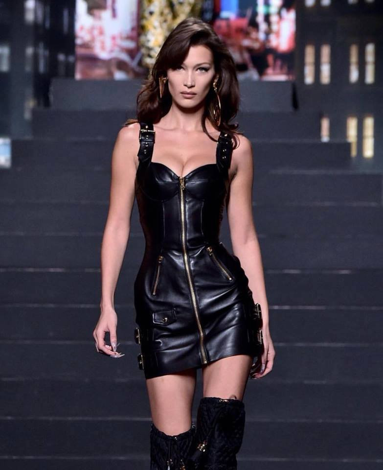 Đụng hàng người mẫu Gigi Hadid, nhưng Đông Nhi vẫn cực kỳ nóng bỏng và khí chất ngời ngời