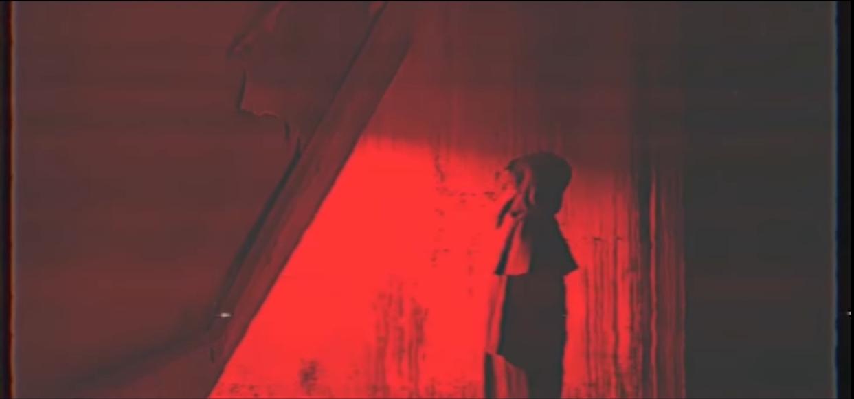 Đông Nhi lại khiến fan sởn da gà với teaser MV mới