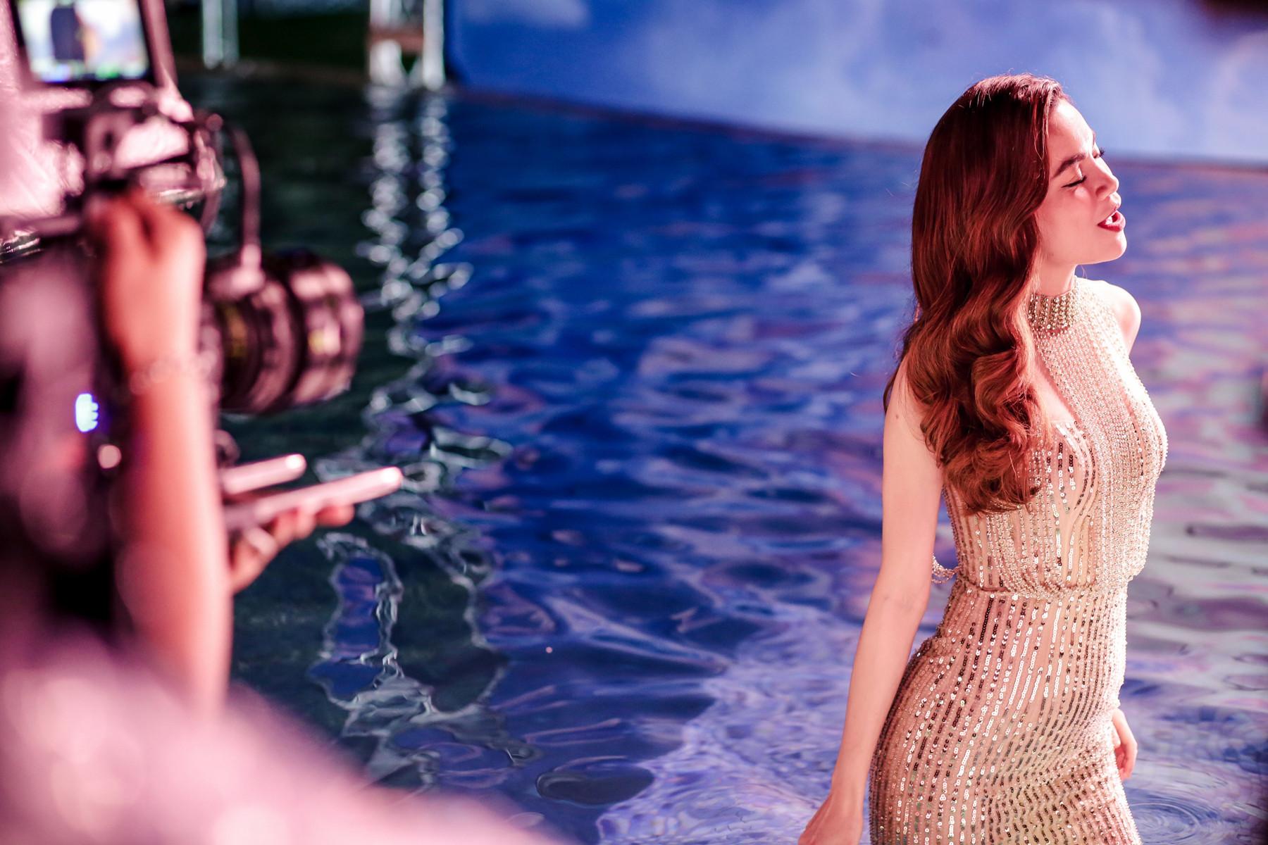 Hồ Ngọc Hà hợp tác cùng đạo diễn người Úc đầu tư thực hiện MV mở đầu cho hàng loạt sản phẩm năm 2019