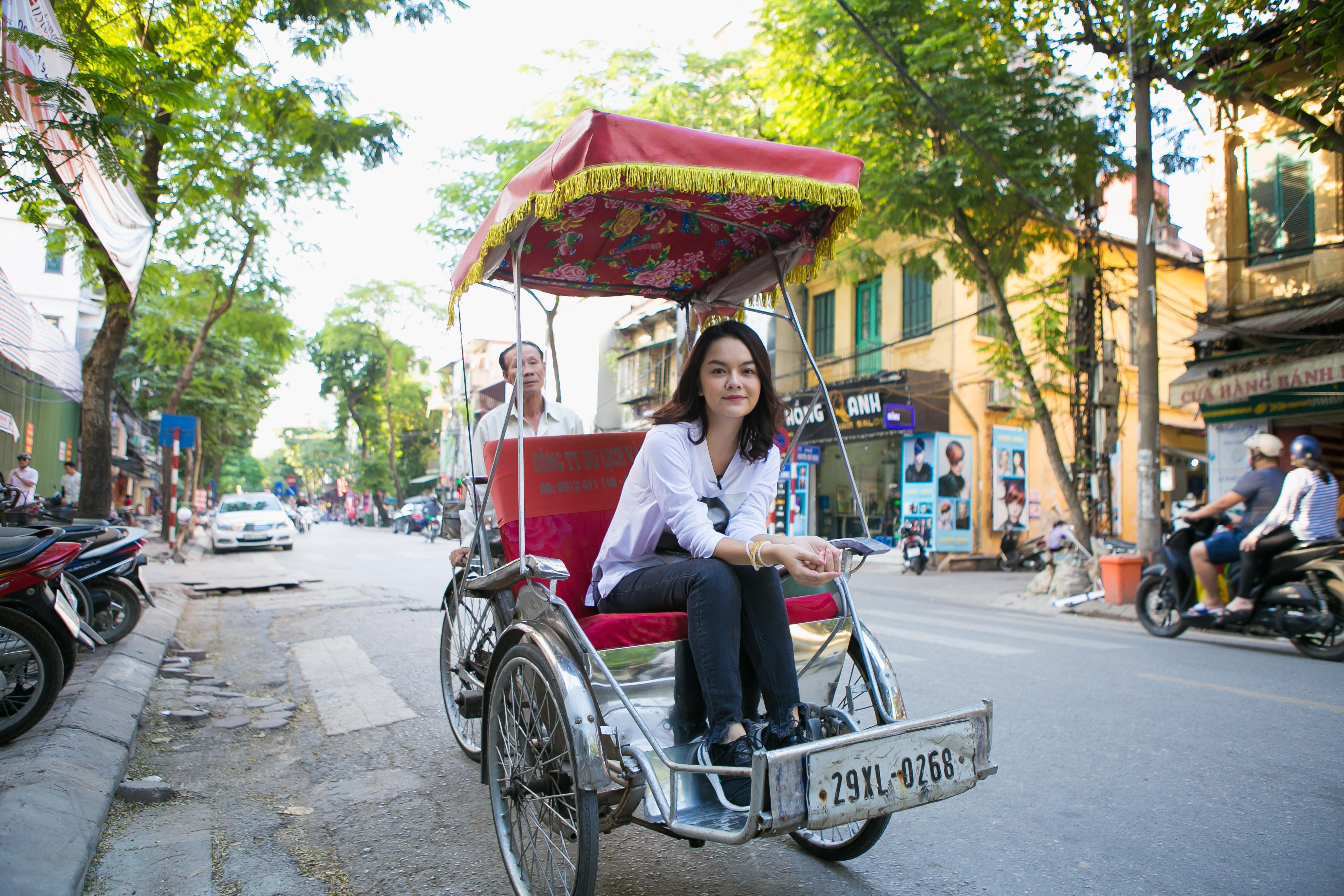 Phạm Quỳnh Anh trở về tuổi thơ cùng Hamlet Trương khám phá thiên đường  ẩm thực tại Hà Nội