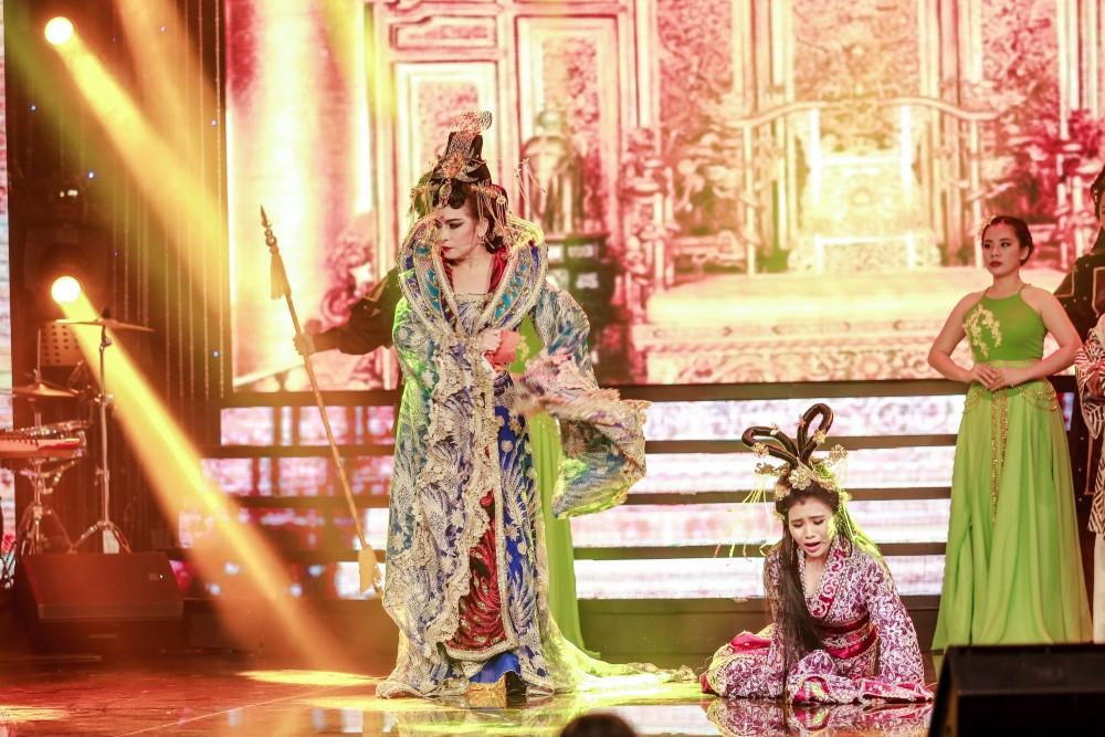"""Phi Nhung cùng các con diễn kịch """"Tấm Cám"""", ca vọng cổ trên sân khấu mùa tết"""