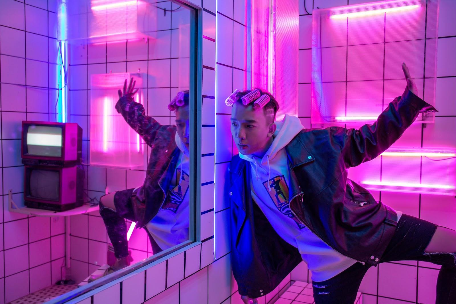 Tân binh Hooligan tung MV về tình yêu khiến FA ghen tị