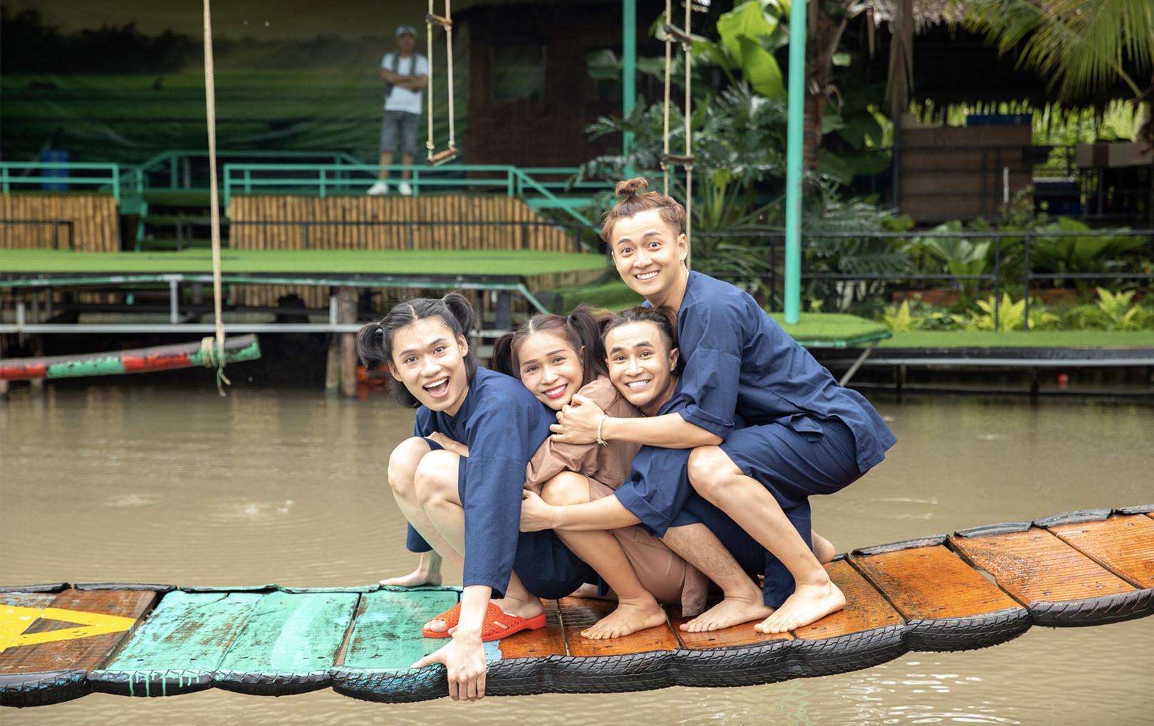 """""""Hội bạn thân"""" Việt Nam Tươi Đẹp cùng nhau cởi bỏ sự hào nhoáng, lộng lẫy ngày thường để trở về tuổi thơ"""