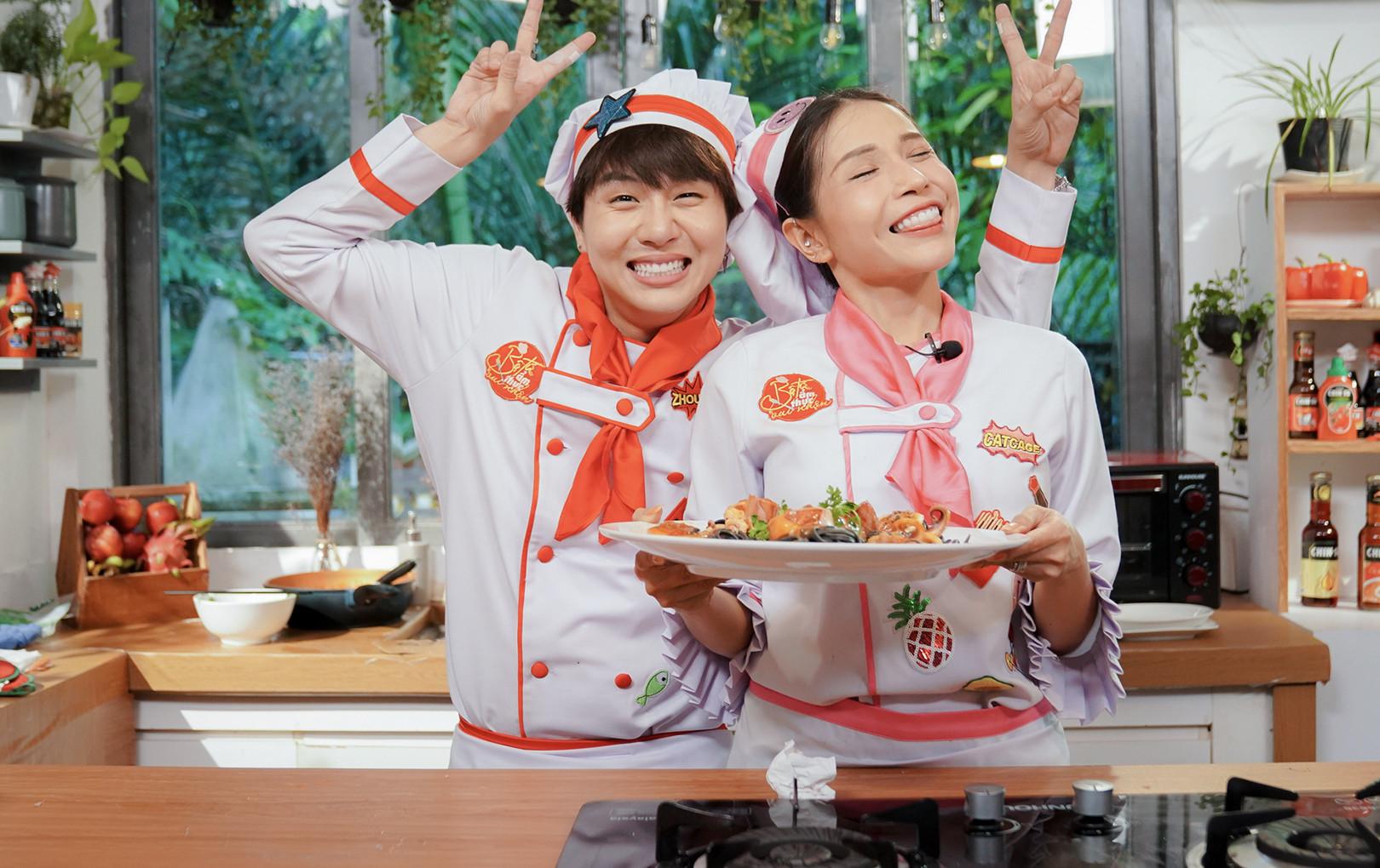 """Duy Khánh liên tục bị Khả Như phàn nàn khi vào bếp nấu ăn nấu ăn """"giải hạn"""""""