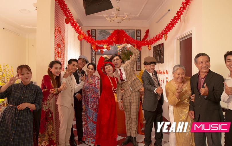 """Hòa Minzy và Mạc Trung Kiên gặp """"tiếng sét ái tình"""", tổ chức ngay đám cưới """"lầy lội"""""""
