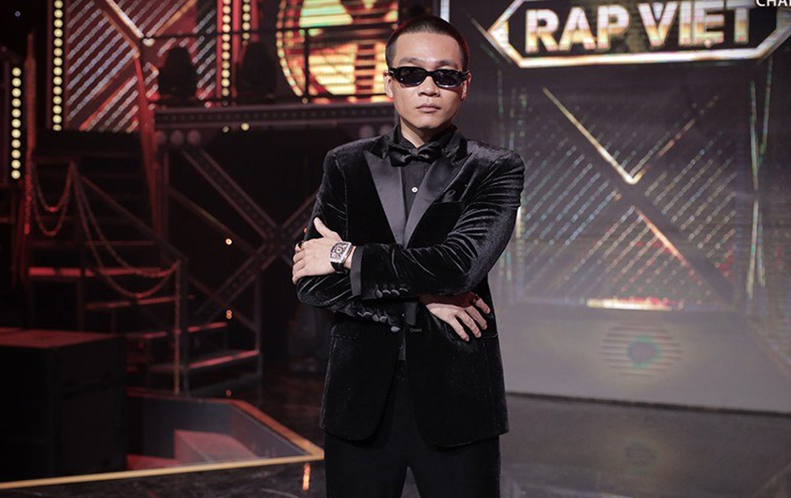Wowy bị ốm, ngồi không nổi vẫn cố gắng ghi hình Rap Việt khiến fan vừa thương vừa kính trọng