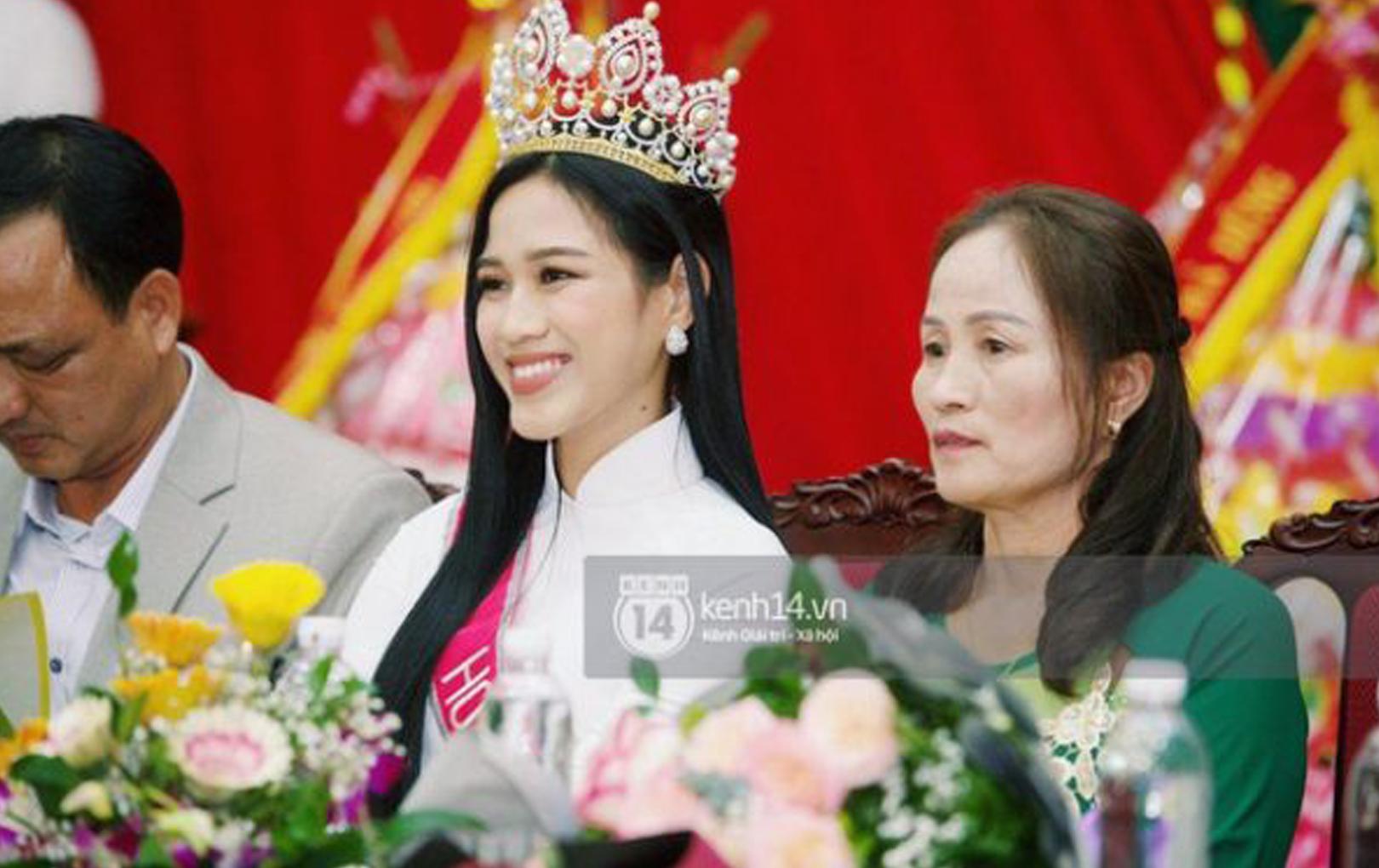 Nhan sắc Hoa hậu Đỗ Thị Hà qua ảnh chụp vội không photoshop