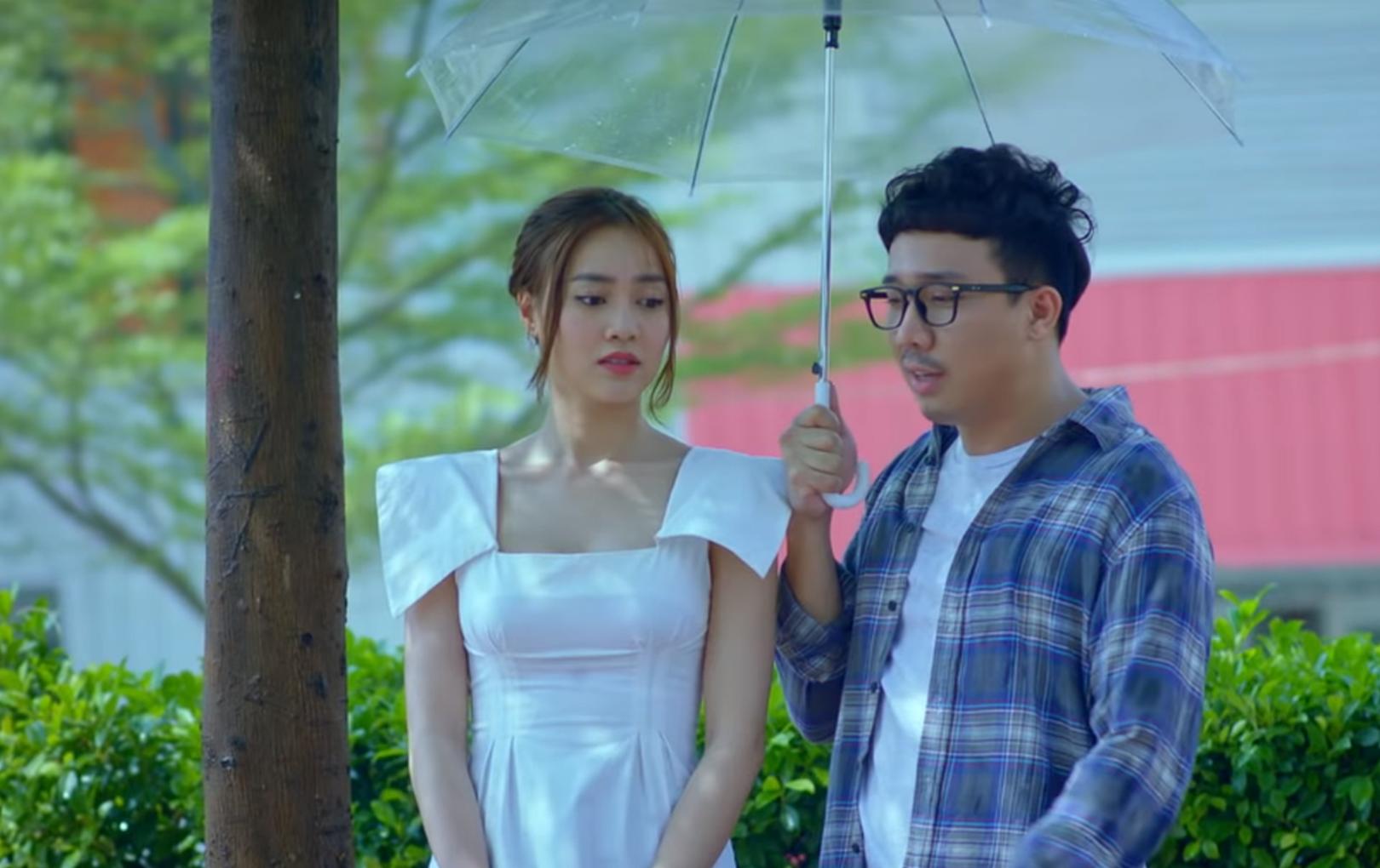 Trấn Thành an ủi Lan Ngọc trước nghi vấn lộ clip nóng, song phản ứng của nhiều netizen mới gây bức xúc dữ dội