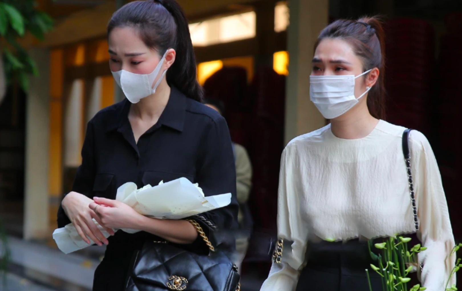 """Loạt sao Việt khóc nghẹn tại lễ cúng thất của """"phù thuỷ"""" trang điểm Minh Lộc"""