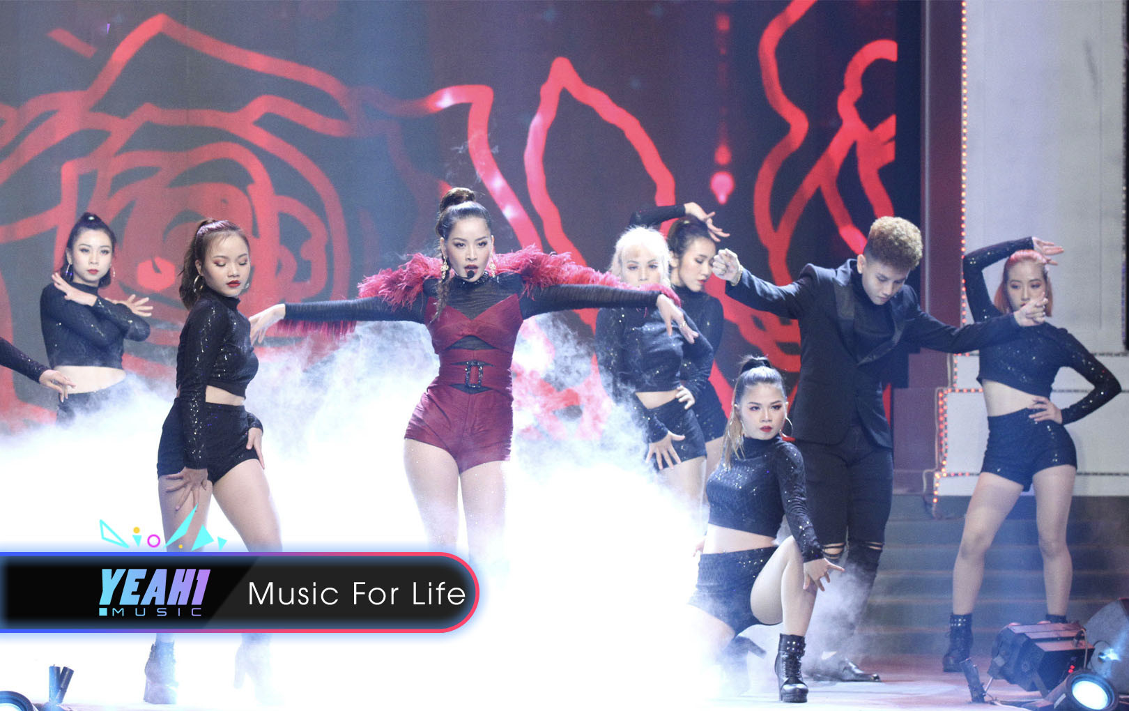 """Chi Pu trình diễn """"Mời anh vào team (<3) em"""" hút trọn spotlight đêm chung kết The Face 2018"""