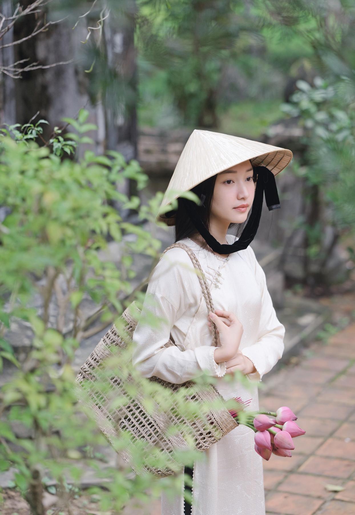 Nữ ca sĩ, diễn viên Ham Eun-jung (T-ara) đồng hành cùng Nàng thơ xứ Huế Ngọc Trân quảng bá du lịch Huế, Việt Nam