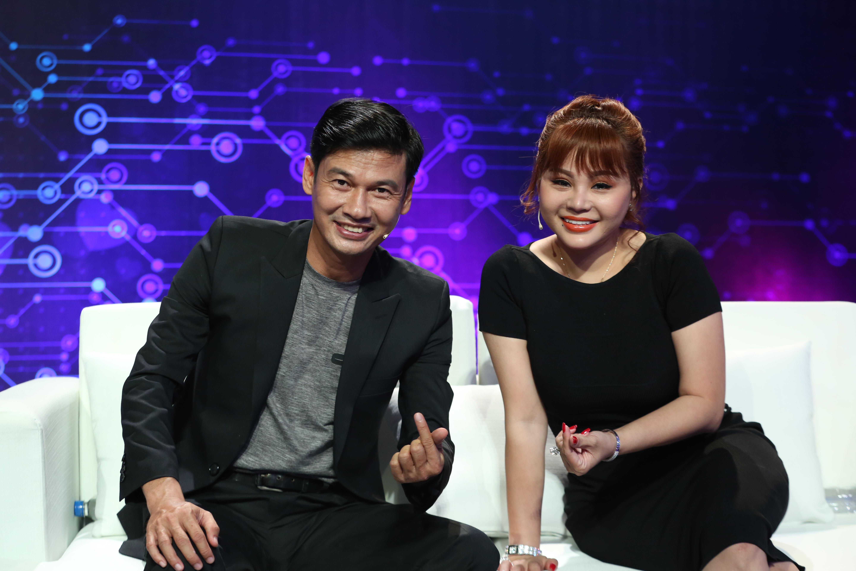 """Lê Giang bất chấp """"thả thính"""" Huy Khánh ngay trên sóng truyền hình khiến Huy Khánh """"sợ"""" xanh mặt phải cầu cứu Việt Hương"""