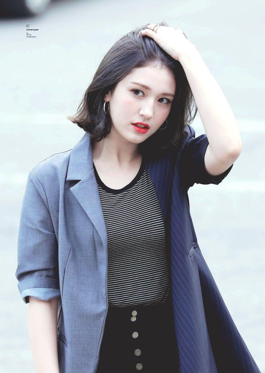 Hoa hồng lai Somi kí hợp đồng với công ty con của YG Entertainment