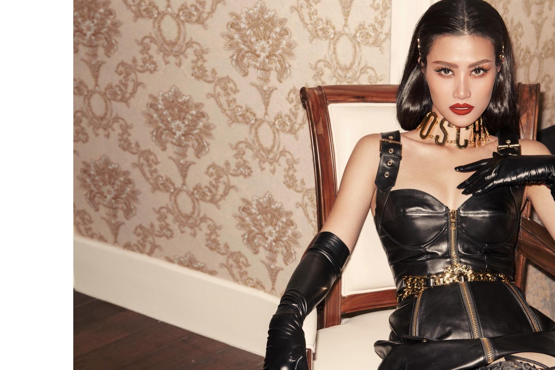 Cô nội trợ Đông Nhi quá xinh đẹp và táo bạo trong MV Xin Lỗi Anh Quá Phiền