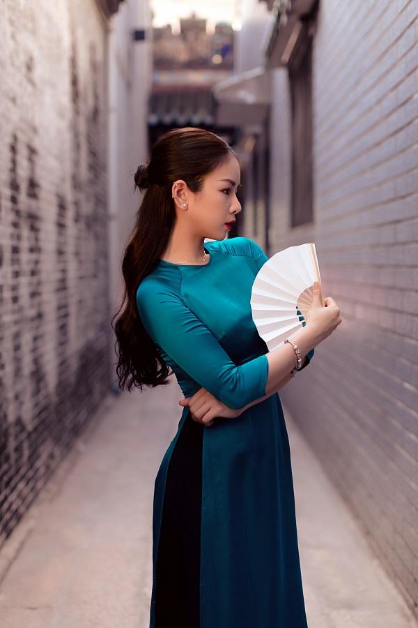 Rũ bỏ hình ảnh cá tính và nổi loạn, DJ Mie bất ngờ trở nên nữ tính với áo dài