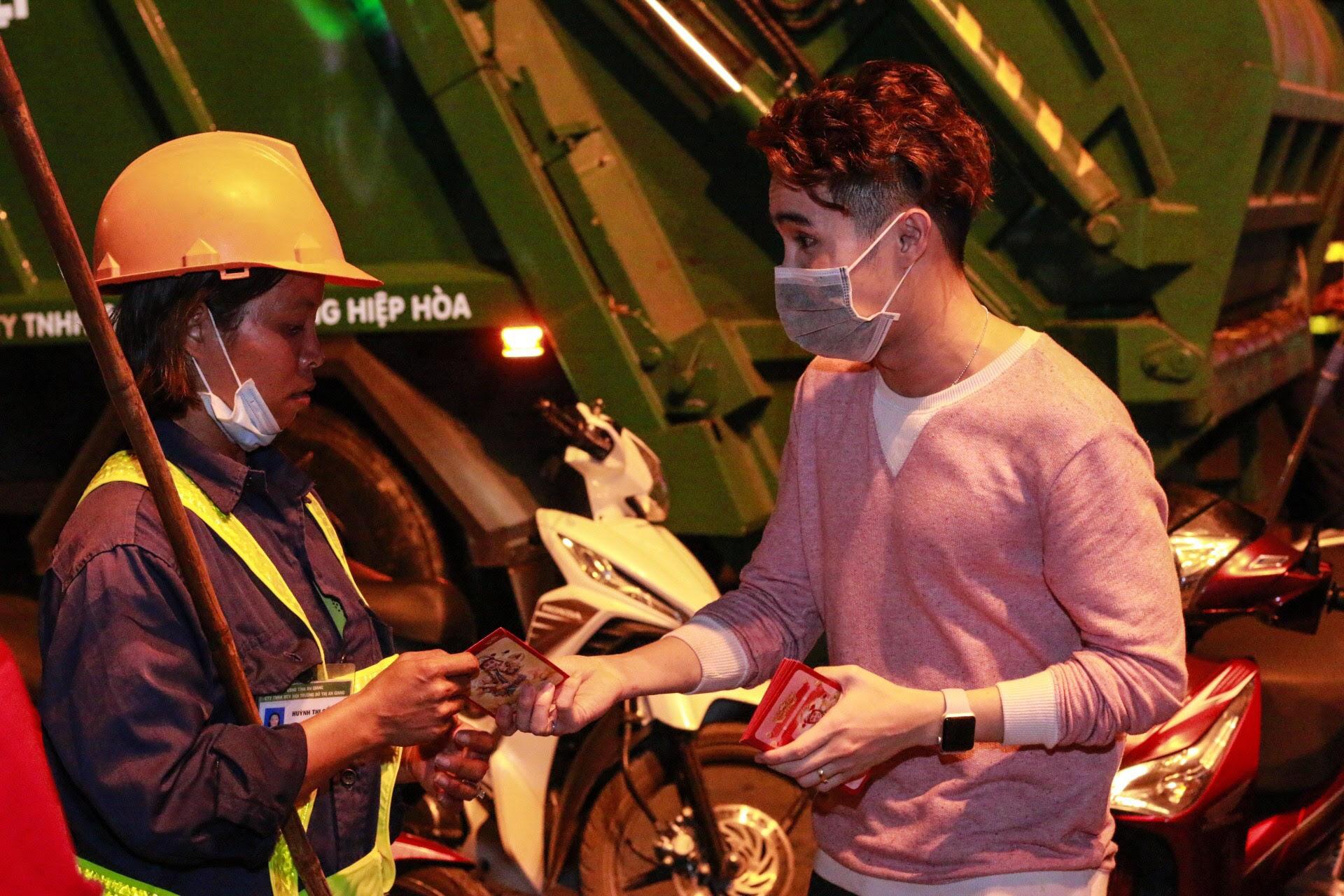Dàn sao Việt bắt tay cùng Huỳnh Lập , kêu gọi 'Không xả rác trong đêm giao thừa'