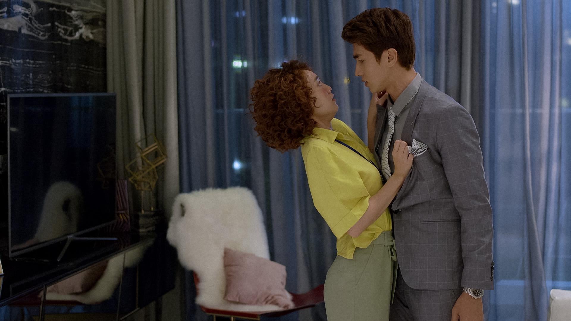 """Hạ Linh chính thức chạm mặt """"soái ca cà chớn"""" Minh Huy, nghi ngờ anh chàng làm nghề trai bao"""