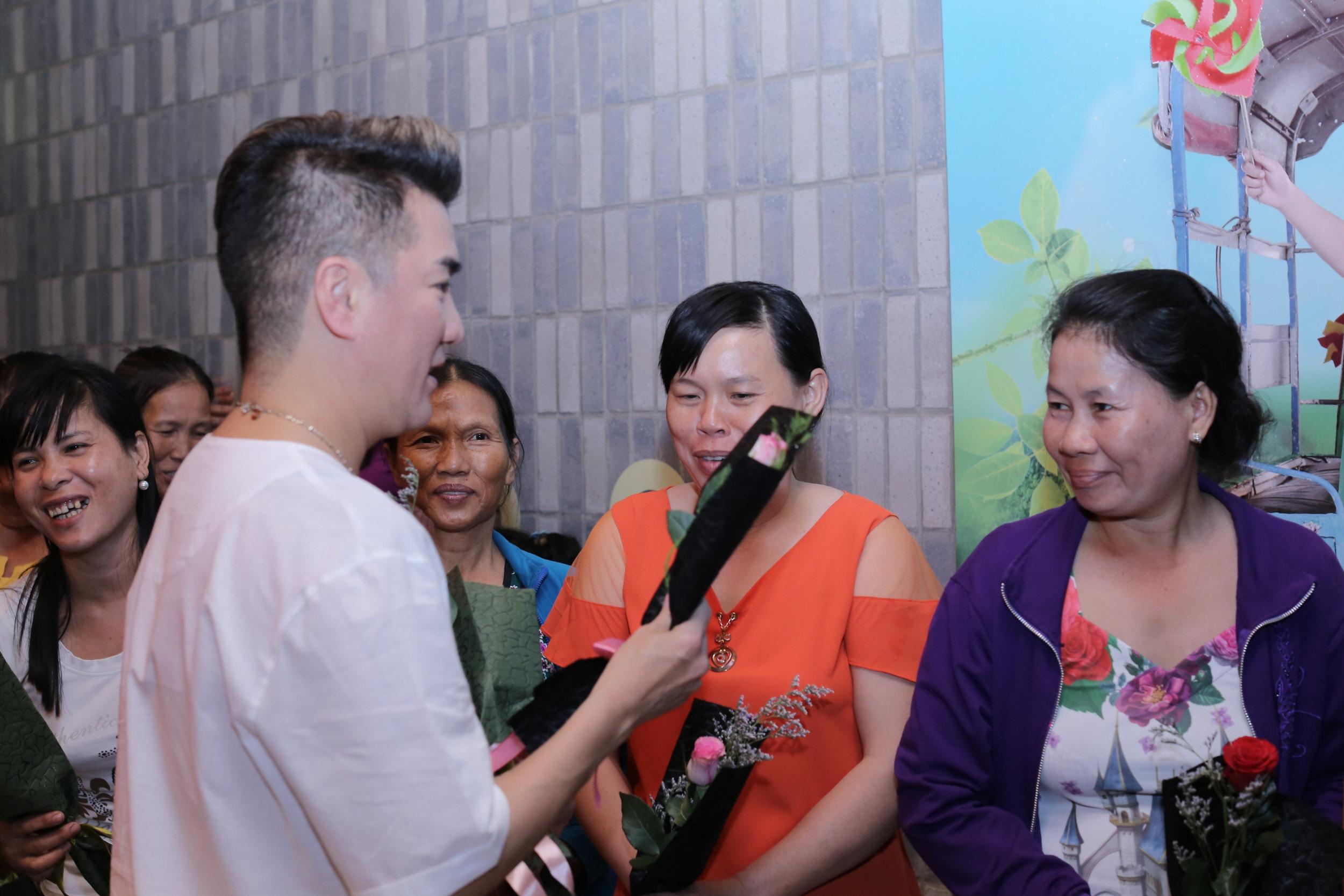 Đàm Vĩnh Hưng rủ Cát Phượng, Kiều Minh Tuấn dành món quà đặc biệt cho phụ nữ khó khăn trong ngày 8/3