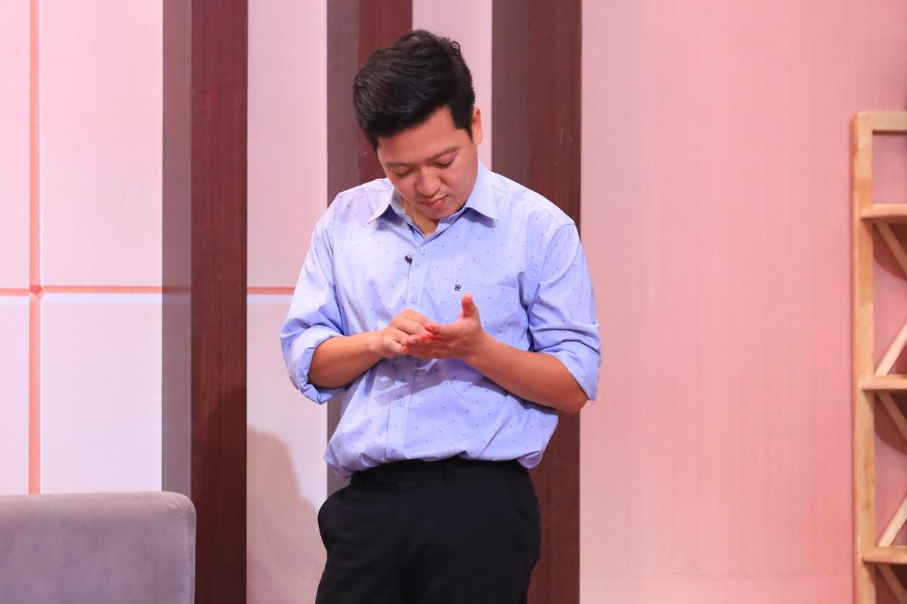 Diễn quá nhập tâm Trường Giang bị thương máu chảy đầm đìa trên sân khấu khiến khán giả xót thương