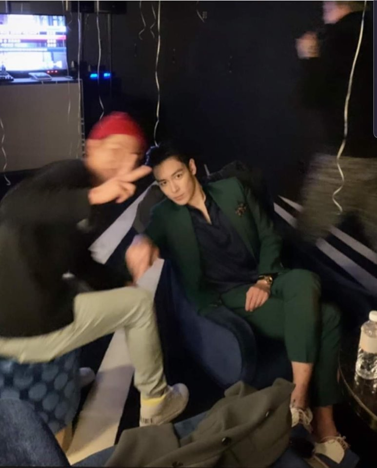 Chỉ hát karaoke sương sương, T.O.P (BIGBANG) khiến fan nức nở vì vẻ ngoài điển trai xuất sắc