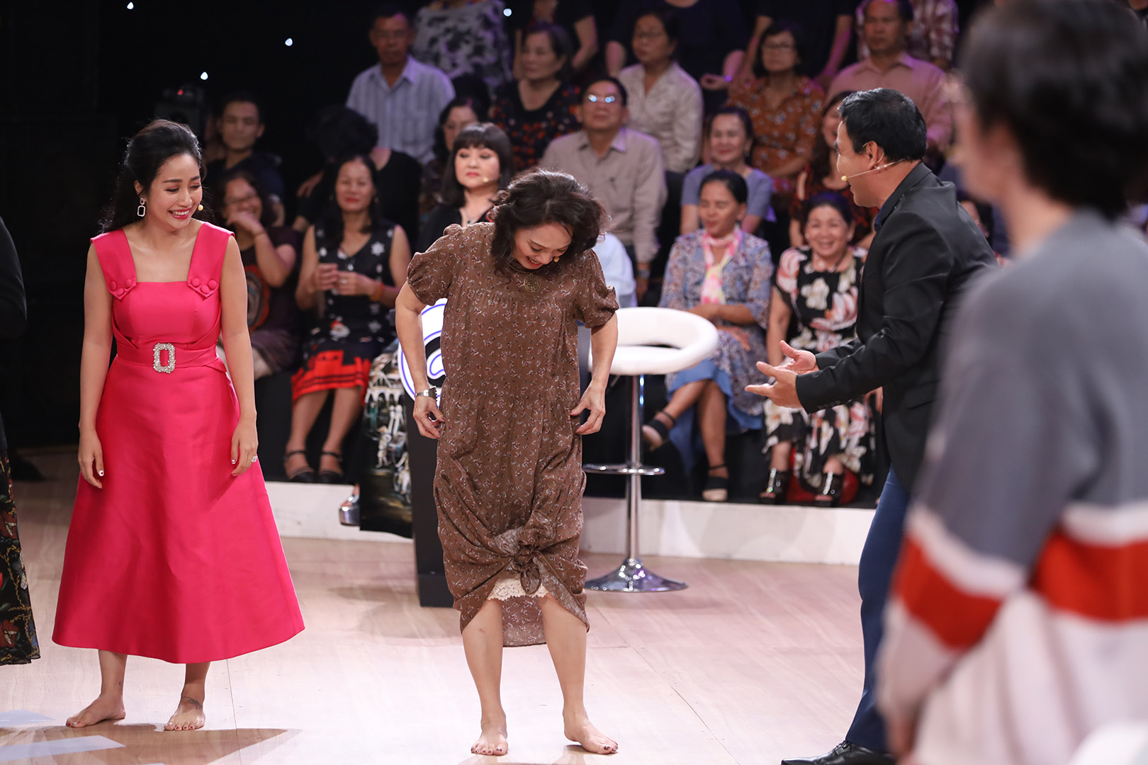 NSND Lê Khanh đọ sức bền, nhảy dây cùng Thanh Duy và Quang Trung