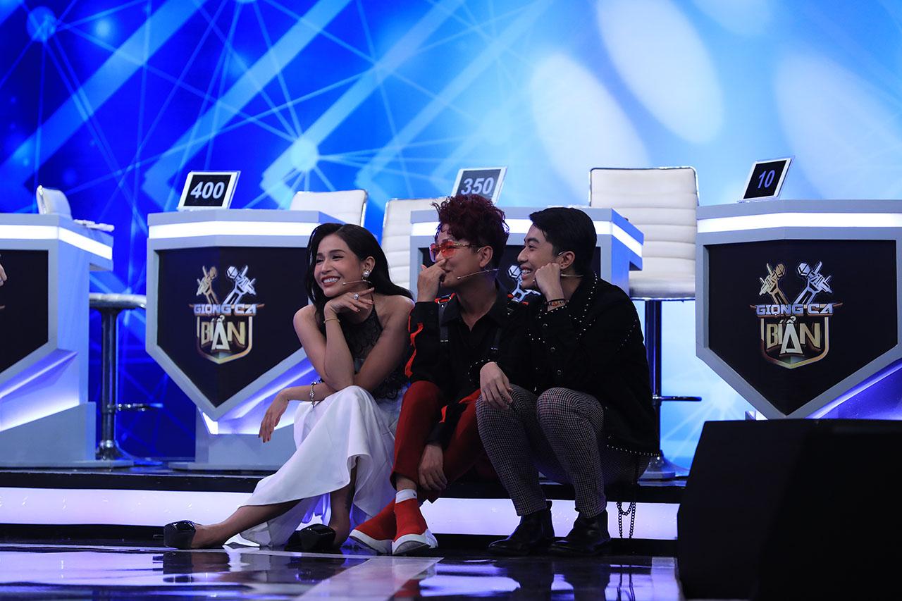 Lần đầu tiên, Trấn Thành không hề phát ghen khi Hari Won đứng gần trai đẹp Park Jung Min
