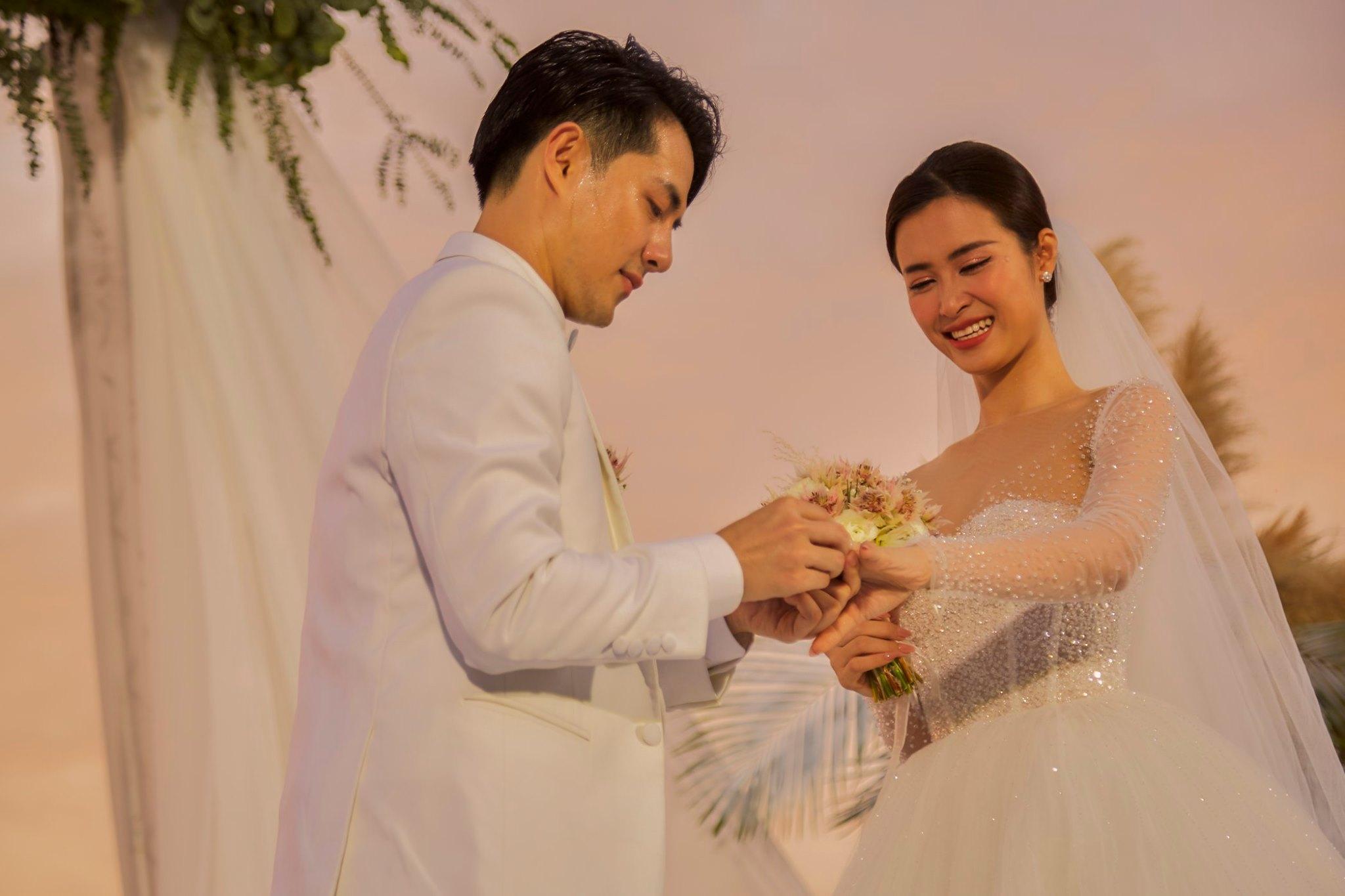 Khổng Tú Quỳnh say quên lối về, bất ngờ chạm môi Isaac tại đám cưới Đông Nhi và Ông Cao Thắng