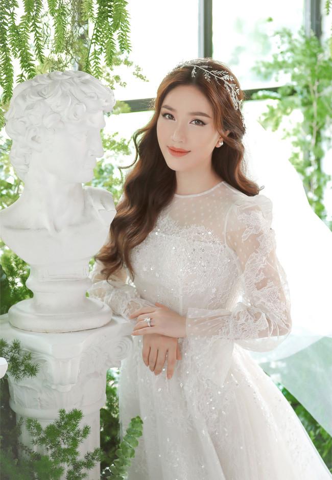 Bảo Thy khoe ảnh cưới, lần đầu tiết lộ chân dung vị hôn phu trước ngày lên xe hoa vào 16/11
