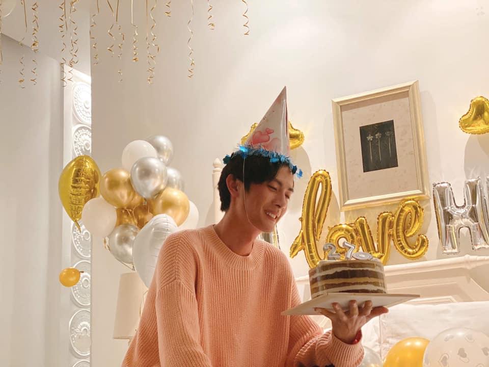 Huỳnh Phương đón tuổi mới tình tứ bên Sĩ Thanh, được bạn gái tổ chức sinh nhật hoành tráng
