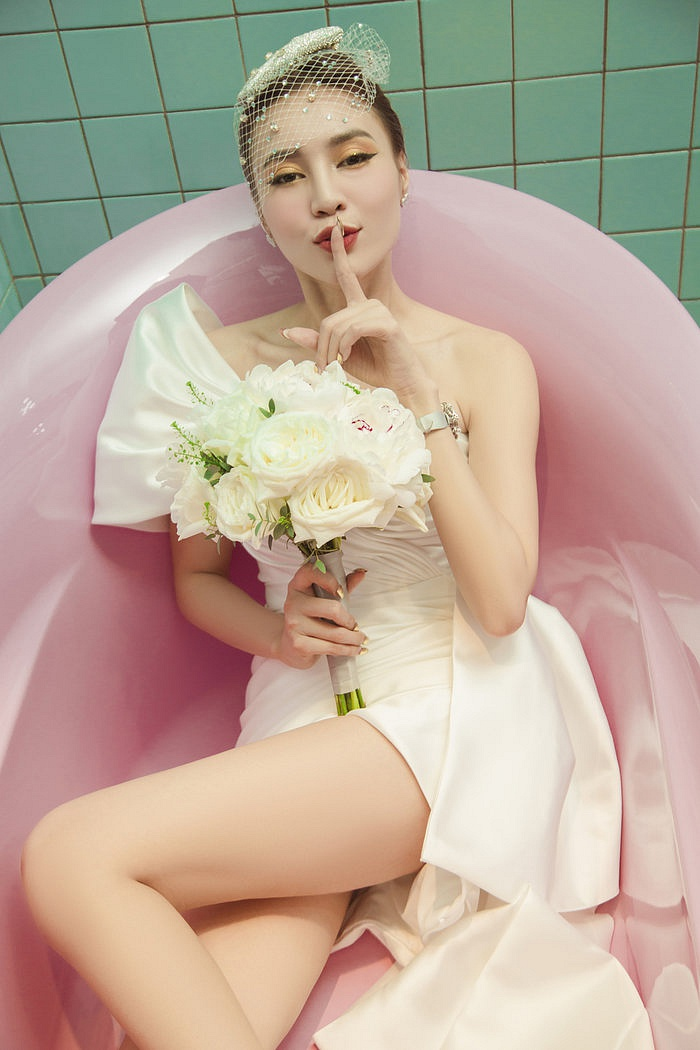 Xôn xao clip Ninh Dương Lan Ngọc tình tứ dẩy đầm cùng trai lạ tại đám cưới Đông Nhi - Ông Cao Thắng