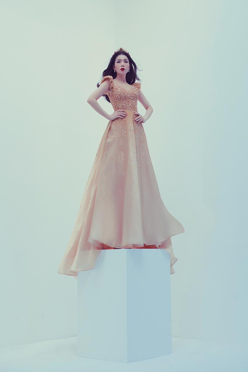 Lệ Quyên khoe bộ ảnh thời trang thần thái lẫn vòng eo chuẩn như siêu mẫu
