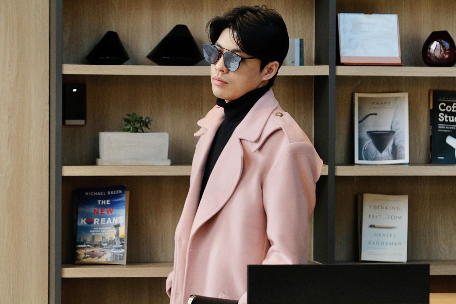 Vừa cập bến Hàn Quốc, Noo Phước Thịnh phải ăn vội ngay tại sân bay để kịp lịch diễn single mới