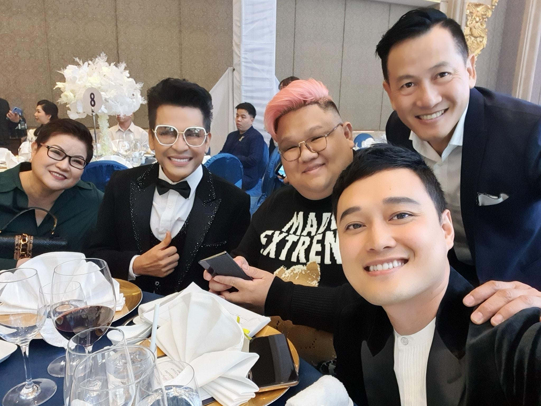 Quang Vinh, Vương Khang,... checkin tại đám cưới Bảo Thy, chứng kiến cô dâu hôn chú rể ngọt ngào