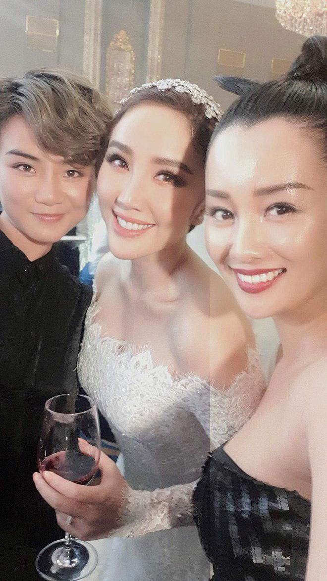 Fan đẩy thuyền cặp đôi bách hợp MC Quỳnh Chi - Thùy Dung khi bắt được hoa cưới từ cô dâu Bảo Thy