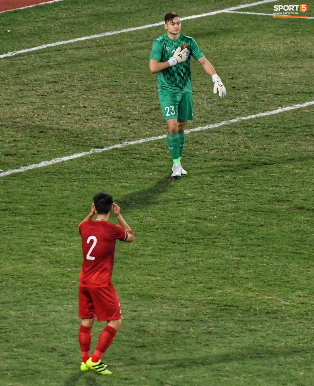 Ngôi sao của đêm nay: Đặng Văn Lâm xuất sắc cản phá quả penalty định mệnh, xốc lại tinh thần đồng đội