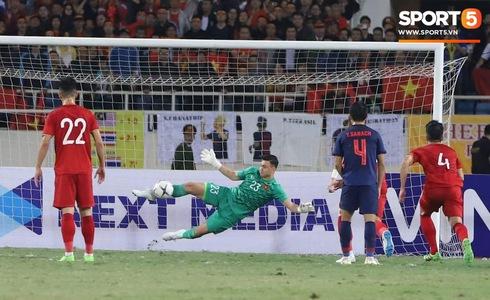 Hiệp 1 với tỉ số 0-0:  Việt Nam không được công nhận bàn thắng, trọng tài Oman khóa luôn facebook cá nhân