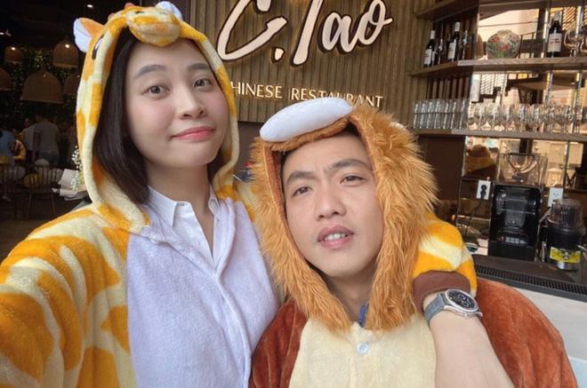 Hậu tin đồn mang thai con đầu lòng, Đàm Thu Trang lộ vóc dáng thon gọn trong tiệc sinh nhật 30 tuổi