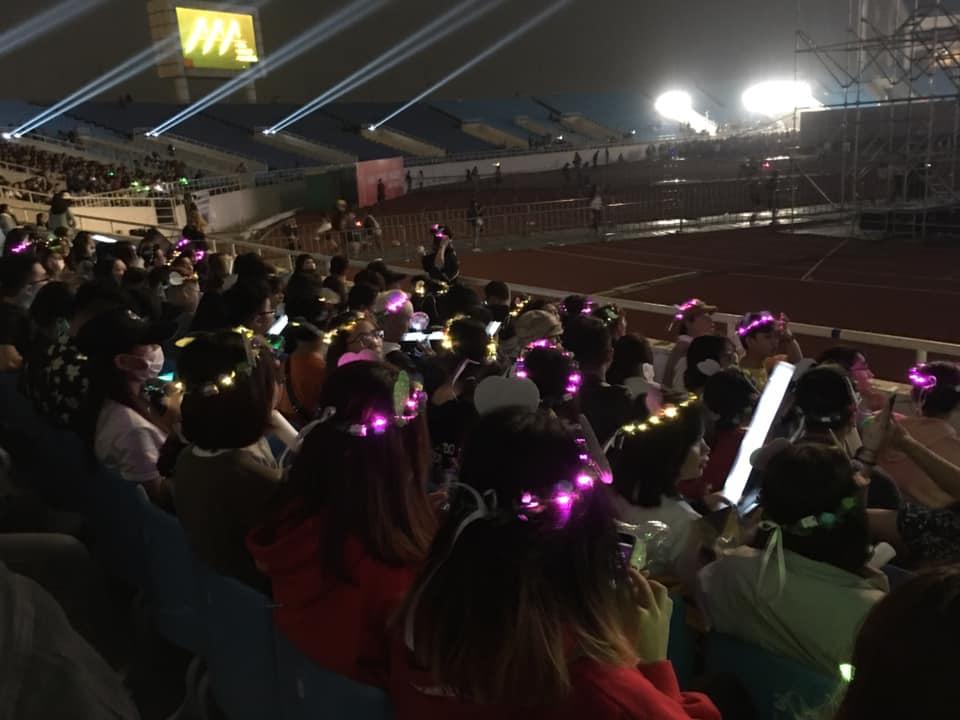 Hàng loạt fandom Kpop biến Mỹ Đình thành chảo lửa trước lễ khai mạc AAA 2019