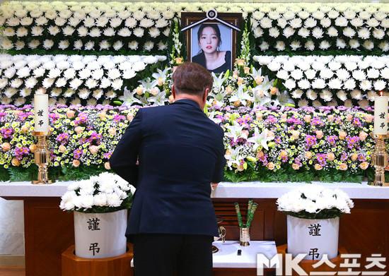 Anh trai Goo Hara tiết lộ những tin nhắn cuối cùng với em gái: Anh đừng lo lắng
