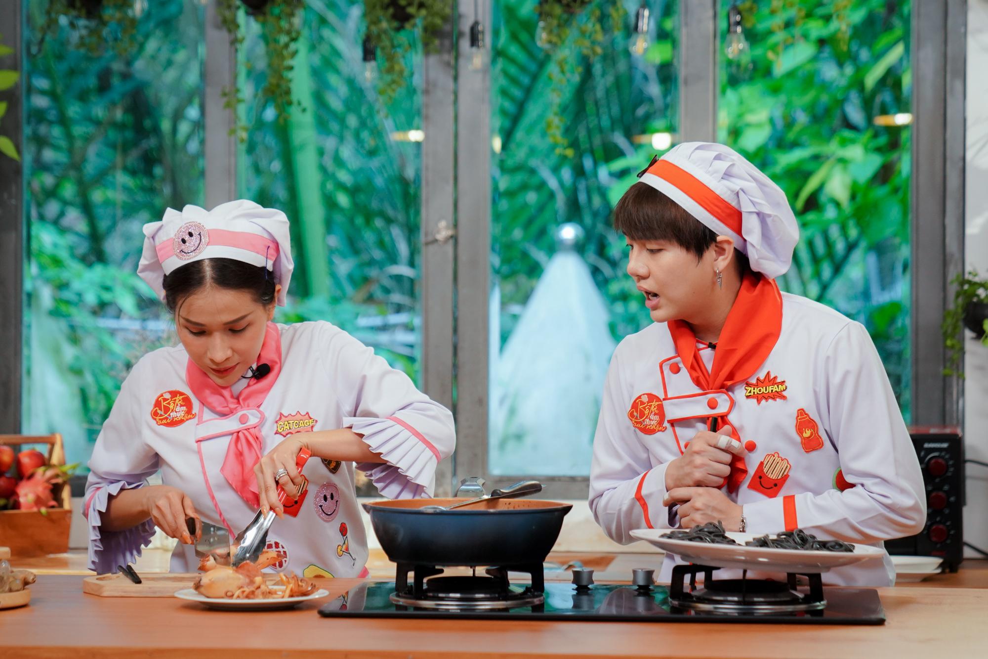 Duy Khánh liên tục bị Khả Như phàn nàn khi vào bếp nấu ăn nấu ăn giải hạn