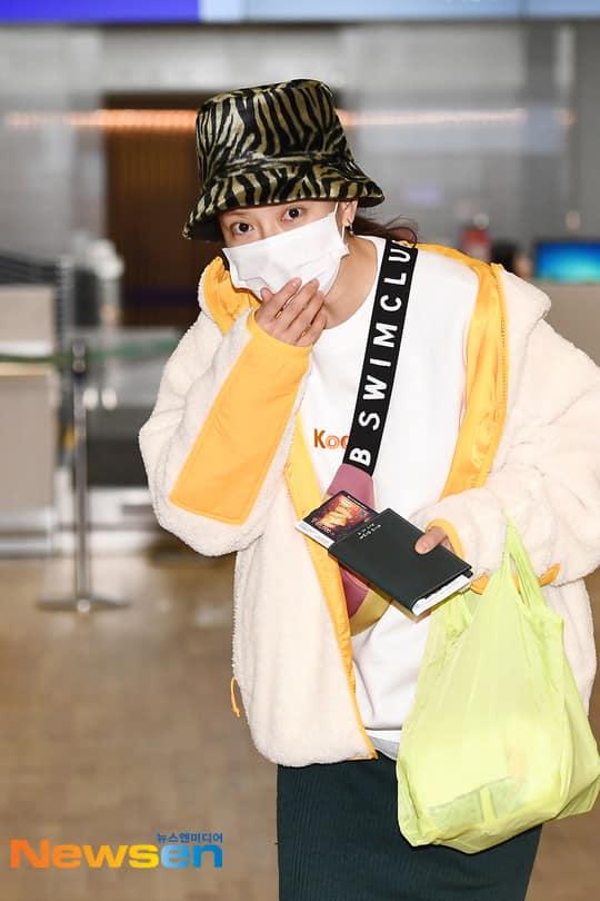 Dàn sao Running Man đổ bộ sân bay, chuẩn bị đến Việt Nam tổ chức fanmeeting