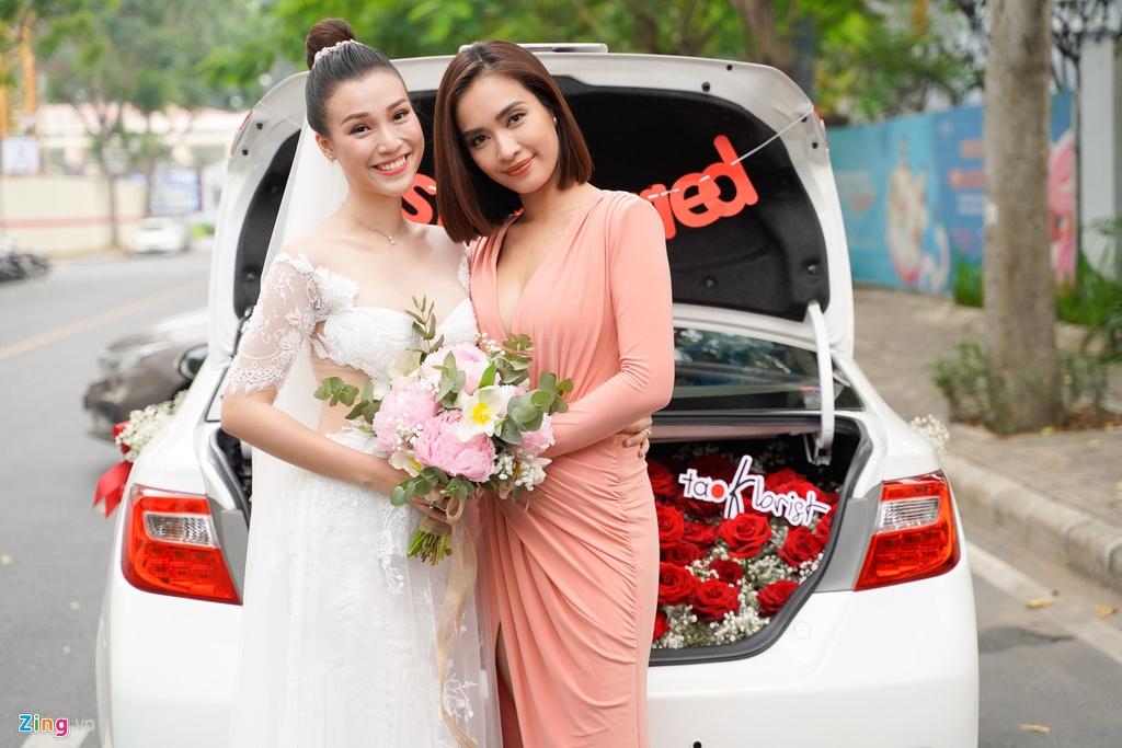 Nhã Phương - Trường Giang cùng dàn sao Việt nô nức dự đám cưới Hoàng Oanh