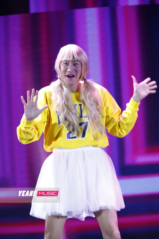 Cười ngất với màn giả gái của mỹ nhân Lee Kwang Soo và Yang Se Chan khi cover hit MOMOLAND tại fanmeeting